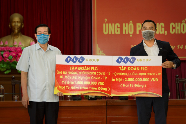 FLC tiếp tục ủng hộ Quảng Bình 4 tỷ đồng tiền mặt phòng chống Covid - 19 - Ảnh 1.