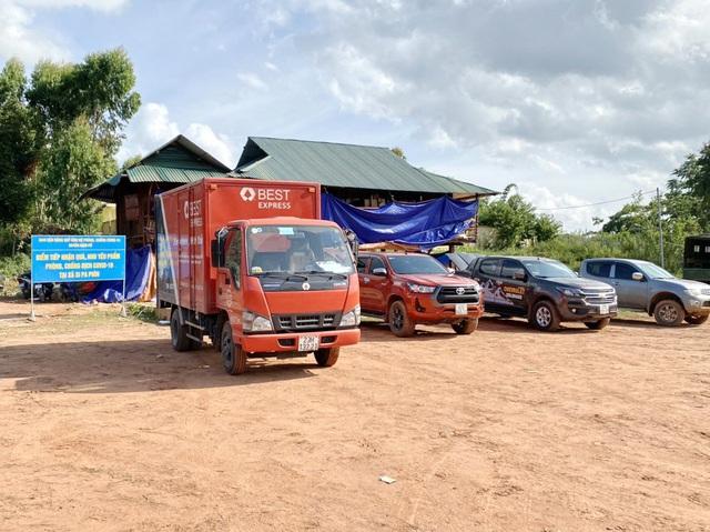 BEST Express hỗ trợ vận chuyển miễn phí hàng cứu trợ đến vùng dịch - Ảnh 2.
