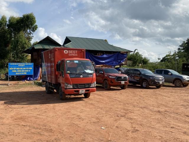 BEST Express: Những chuyến xe cứu trợ hướng đến người dân vùng dịch - Ảnh 2.