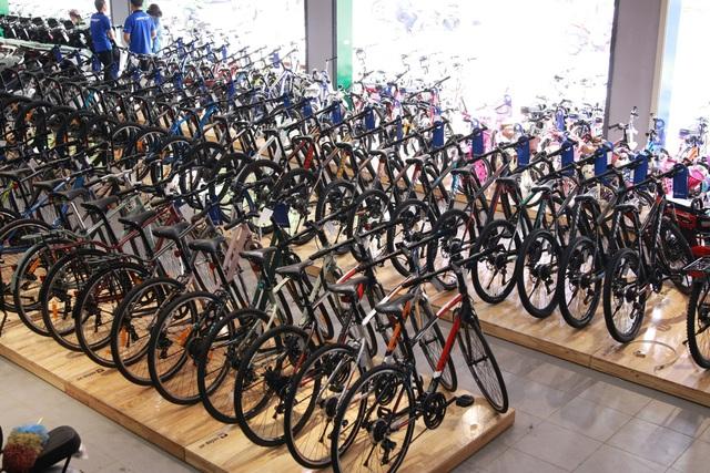 Choáng với đại siêu thị xe đạp, xe điện khủng chính thức khai trương tại đường Đồng Khởi, Biên Hòa. - Ảnh 1.