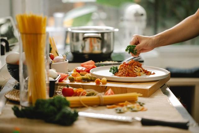 Trở thành master chef chỉ với một chiếc smart tivi, tại sao không? - Ảnh 1.