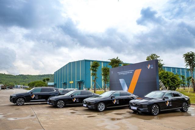 VinFast bàn giao 18 xe Lux cho Công ty Gang thép VAS Nghi Sơn - Ảnh 2.