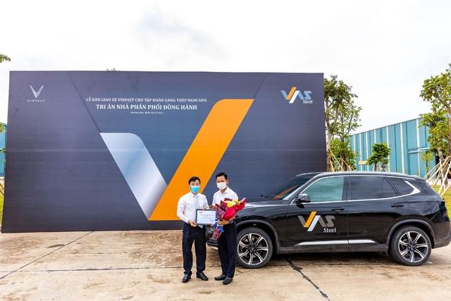 VinFast bàn giao 18 xe Lux cho Công ty Gang thép VAS Nghi Sơn - Ảnh 4.