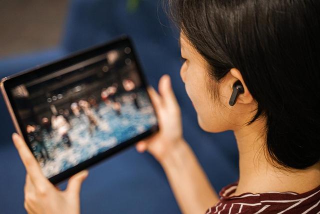 """Đánh giá JBL Live Pro+ TWS: Chống ồn """"đỉnh chóp"""", chất âm hay, pin bền mà giá chỉ dưới 3 triệu - Ảnh 4."""
