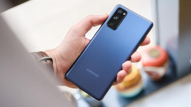 """Chớp ngay """"hotdeal"""" Samsung Galaxy S20 FE 2,5 triệu, tậu flagship mùa giãn cách với giá cực hời tại Thế Giới Di Động - Ảnh 1."""