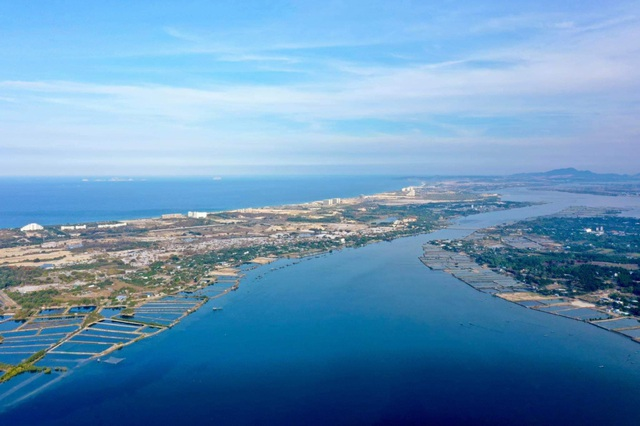 Cam Lâm, điểm sáng du lịch biển của cả nước và tiềm năng phát triển bất động sản - Ảnh 1.