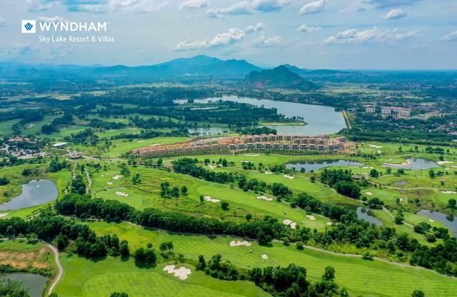 Wyndham Sky Lake Resort & Villas - Kiến tạo đẳng cấp biệt thự nghỉ dưỡng Golf - Ảnh 1.