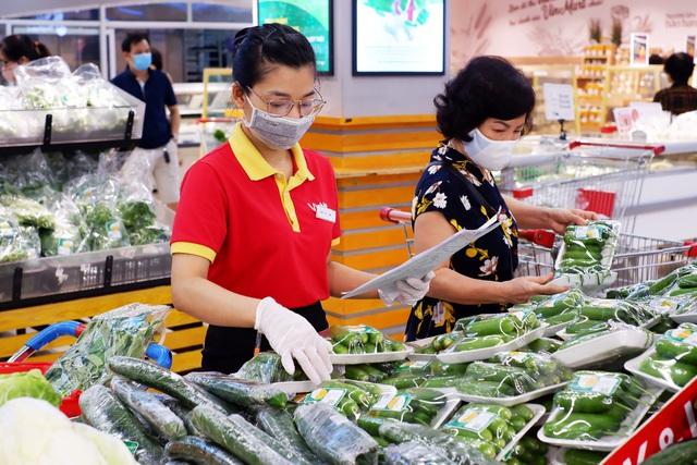 Nhà sản xuất và bán lẻ hàng tiêu dùng vừa chống dịch vừa thúc đẩy sản xuất kinh doanh - Ảnh 1.