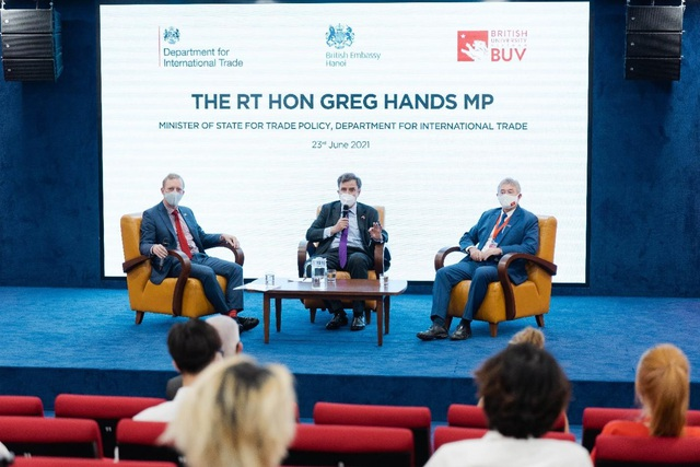 Trường Đại học Anh Quốc Việt Nam vinh dự tiếp đón Quốc vụ Khanh và Đại sứ Anh tới thăm - Ảnh 4.