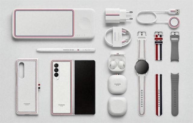 Tại sao Samsung bắt tay Thom Browne để thiết kế phiên bản đặc biệt cho Z Series? - Ảnh 1.
