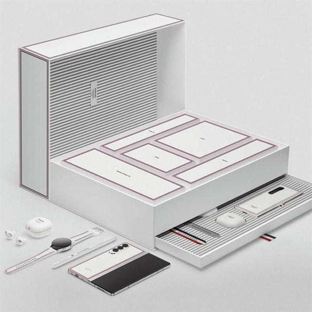 Tại sao Samsung bắt tay Thom Browne để thiết kế phiên bản đặc biệt cho Z Series? - Ảnh 4.