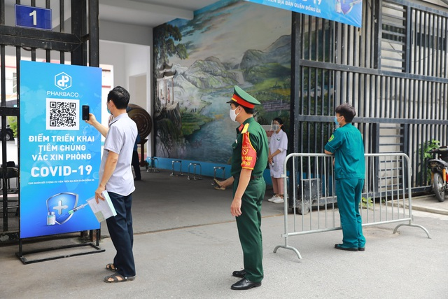 Công ty cổ phần Dược phẩm Trung Ương I - Pharbaco hỗ trợ tổ chức tiêm vắcxin phòng covid-19 tại Hà Nội - Ảnh 1.