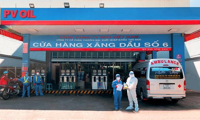 PVOIL tài trợ xăng dầu cho các nhóm thiện nguyện - Ảnh 1.