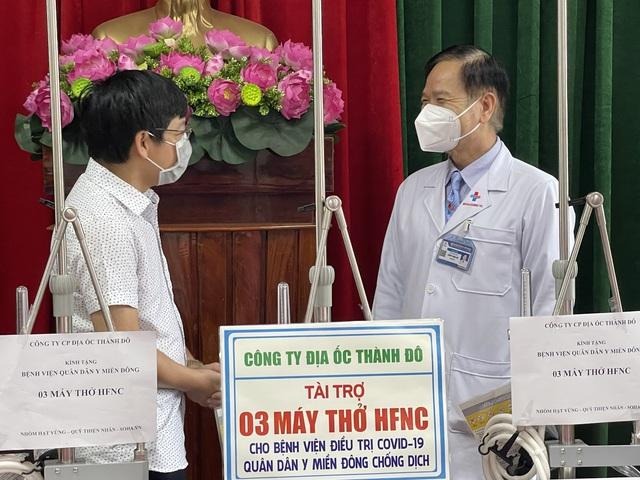 Thành Đô trao tặng trang thiết bị y tế cho bệnh viên quân dân y Miền Đông - Ảnh 1.