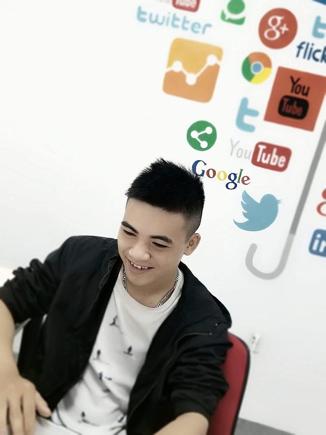 Gen Z bỏ học giữa chừng, khởi nghiệp làm CEO của công ty truyền thông - Ảnh 1.