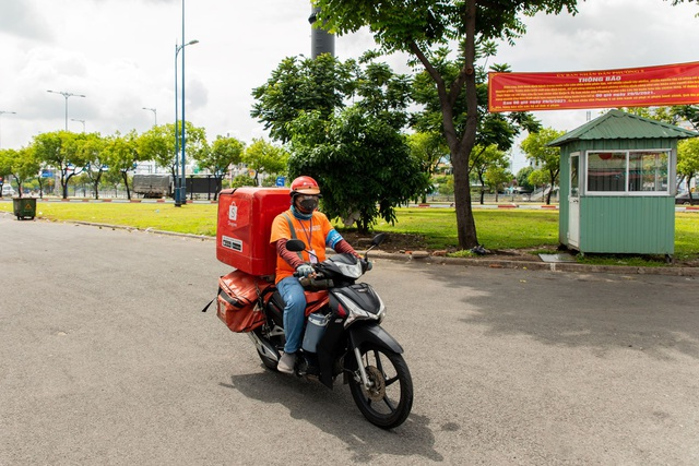 Shopee nỗ lực giao hàng trong giãn cách tại TP HCM và các khu vực - Ảnh 2.