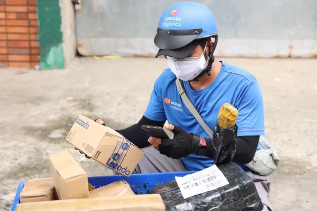 Nhận hàng từ shipper, cộng đồng mạng mừng hơn bắt được vàng cùng loạt chia sẻ nghe ấm lòng ngày dịch - ảnh 7