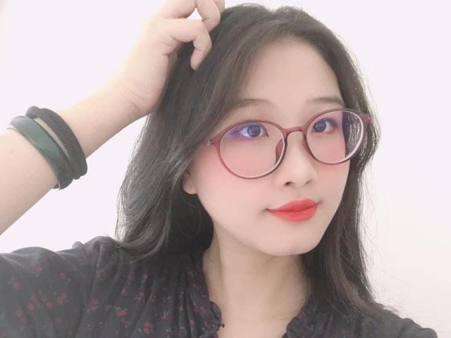 Không thể quay phim vì dịch, nữ YouTuber sáng tạo ra cách làm vlog mới khiến fan thích thú - Ảnh 1.