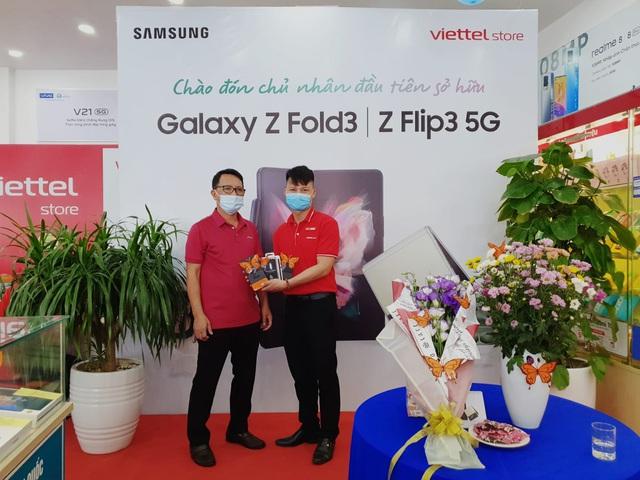 Đúng hẹn, người dùng đặt mua trước đã được trên tay Galaxy Z trước giờ G nhờ nỗ lực phi thường của Samsung - Ảnh 3.