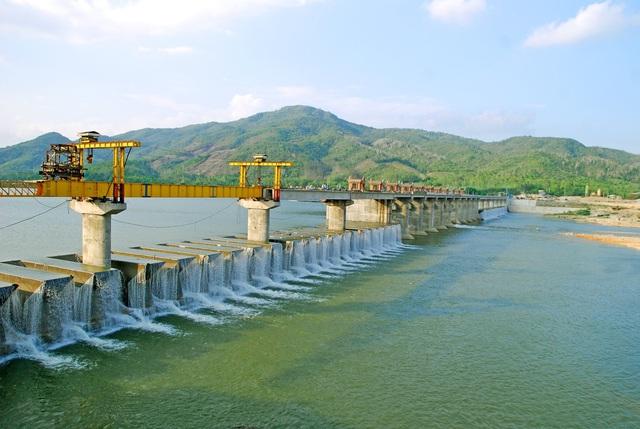 C47 ký gói thầu thi công xây dựng và lắp đặt thiết bị dự án Đập dâng Phú Phong - Ảnh 4.
