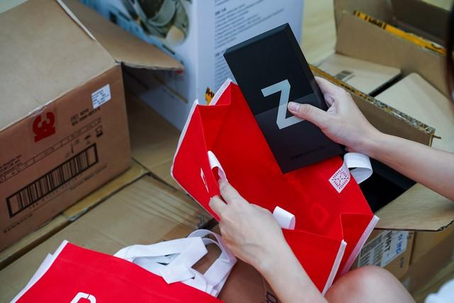 Bán sạch hàng, Samsung giao siêu phẩm Galaxy Z đến tay khách trong không khí hào hứng chưa từng có - ảnh 7