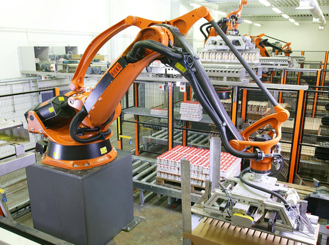 Lời giải về nhân sự cho các nhà máy khi sản xuất trở lại? - Ảnh 2.