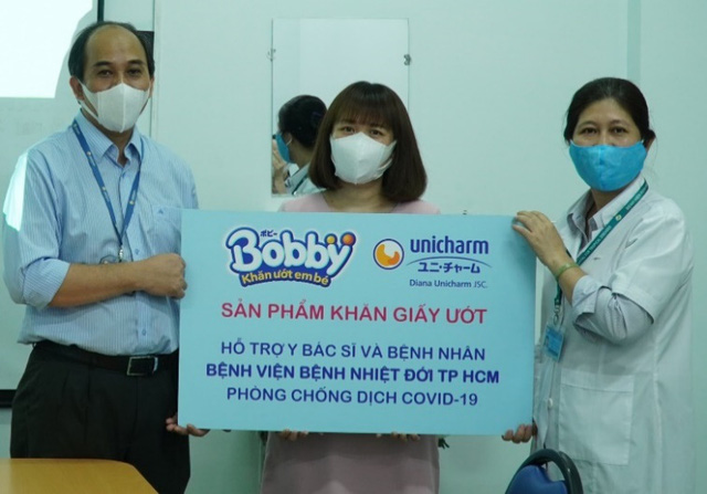 Bobby sát cánh cùng tuyến đầu chống dịch, hỗ trợ bệnh nhi sơ sinh - Ảnh 1.