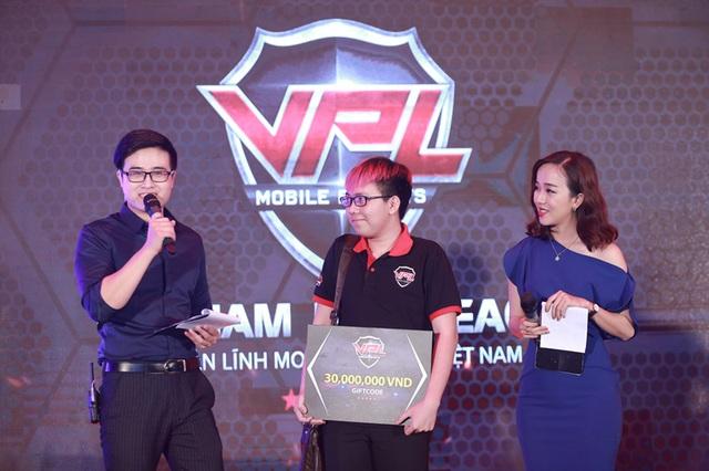 Khán giả giành giftcode 30 triệu trong phần thi đấu Funny Showmatch