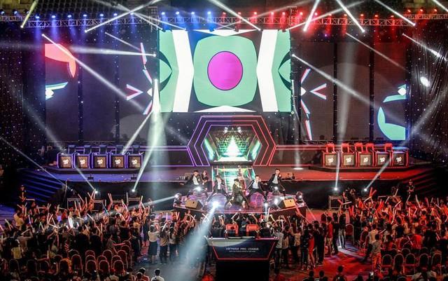 Buổi thi đấu Chung kết quốc gia diễn ra vào ngày 14/5 tại Cung thi đấu Quần Ngựa (Hà Nội) đã thu hút hàng nghìn khán giả xếp hàng tới theo dõi