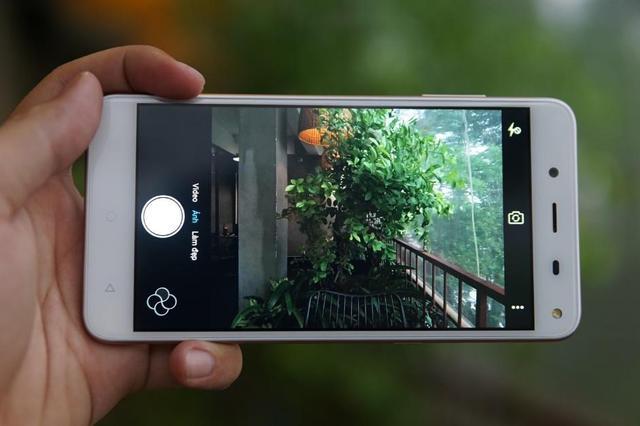 Camera trước sau độ phân giải 13MP, giao diện chụp ảnh thông minh cùng nhiều tính năng hữu ích.