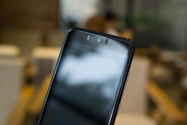 Zumbo J2 sở hữu màn hình 5,2 inch cùng bộ đôi camera trước – sau 13MP