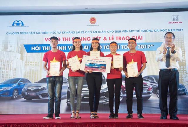 """Vòng chung kết Hội thi """"Sinh viên lái xe ô tô an toàn năm 2017"""" - Ảnh 1."""