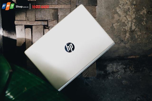 HP Pavilion 14-bf014TU sở hữu thiết kế sang trọng và nổi bật