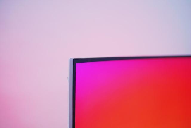 ...kết hợp với đường viền màn hình siêu mỏng đem đến vẻ đẹp tinh tế cho màn hình