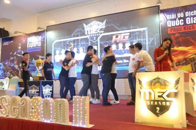 2 đội tuyển thể hiện tinh thần fair-play trước trận đấu