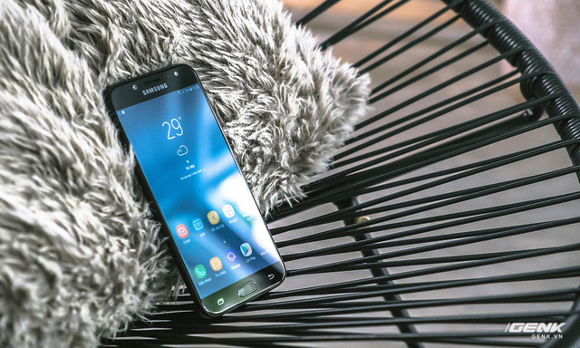 Lý giải thành công của vua smartphone tầm trung Galaxy J7 Pro: vẫn bán chạy nhất dù đã ra mắt 6 tháng - Ảnh 1.