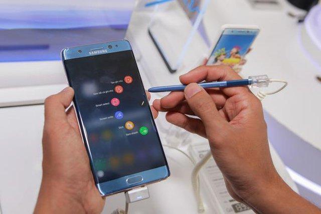 """Galaxy Note FE vẫn sở hữu chiếc bút S-Pen độc đáo của Galaxy Note8 cao cấp, tiện dụng vốn đã trở thành """"đặc sản"""" không thể thiếu trên các sản phẩm dòng Note của Samsung."""
