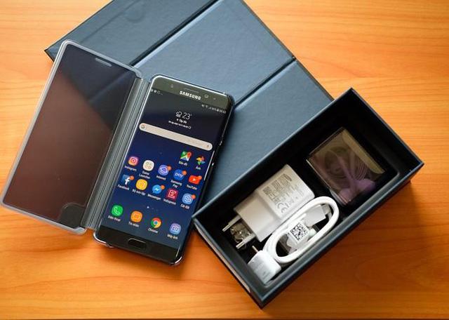 Dù sở hữu nhiều tính năng hiện đại nhưng Galaxy Note FE lại có mức giá cực kỳ hợp lý: 14 triệu đồng, thấp hơn 30% so với người tiền nhiệm Galaxy Note7. Như vậy, người dùng chỉ cần bỏ ra số tiền nhỉnh hơn các dòng sản phẩm cận cao cấp một chút thôi là đã có thể sở hữu và trải nghiệm phiên bản smartphone đặc biệt này rồi.