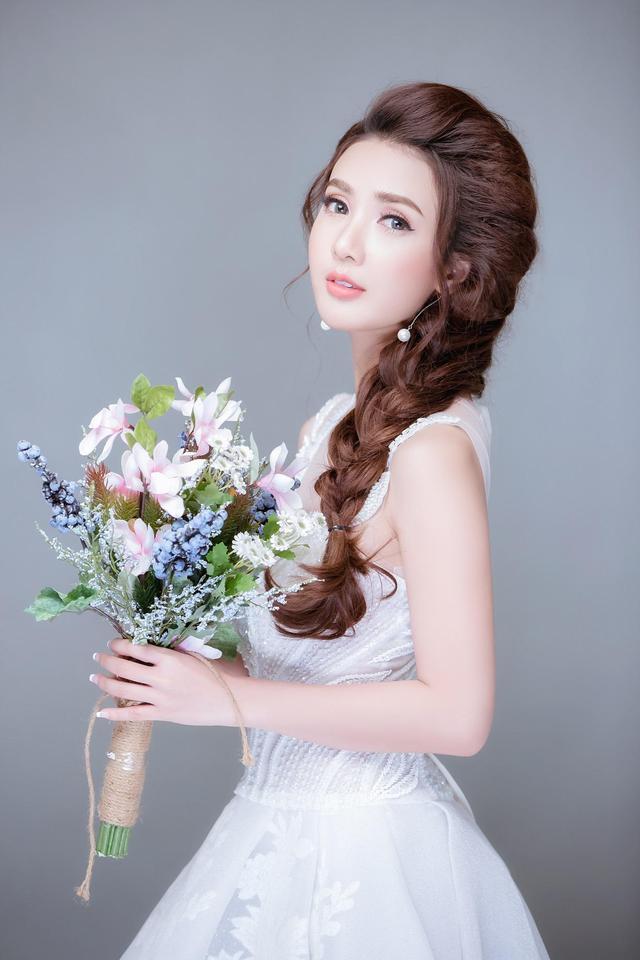 Linh Napie: Từ nữ diễn viên trở thành sáng lập thương hiệu mỹ phẩm - Ảnh 1.