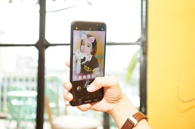 Thỏa sức selfie với các bộ hóa trang trên Nova 2i