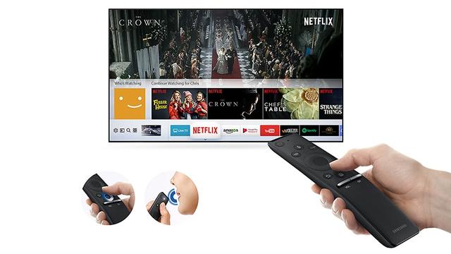 Điều khiển One Remote của thiết bị cho phép bạn điều khiển hầu hết các thiết bị khác trong phòng khác chỉ với một chiếc điều khiển duy nhất. Ngoài ra chiếc điều khiển còn cho phép bạn ra lệnh cho TV bằng giọng nói.