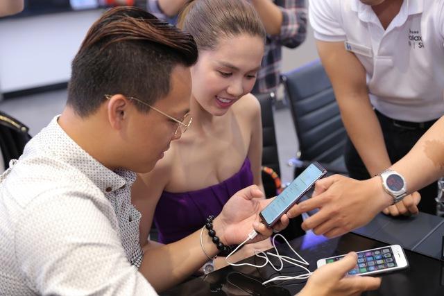 Là iFan 8 năm qua nhưng hôm nay Ngọc Trinh lại đi mua Galaxy S9+ - Ảnh 2.