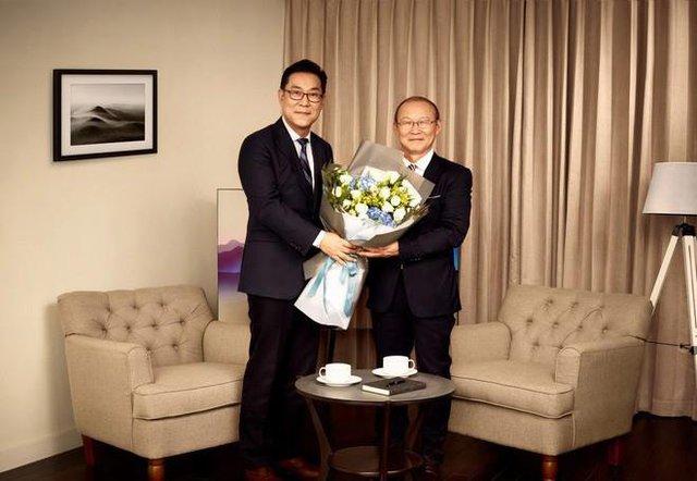 HLV Park Hang Seo lựa chọn TV QLED 2018, tất cả vì phong cách giản dị nhưng tinh tế - Ảnh 1.