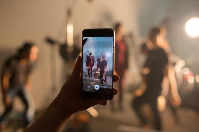 Như thổi một luồng gió mới vào phong cách làm phim, Ngô Thanh Vân giờ đây vừa tiết kiệm chi phí, vừa dễ dàng có được những set quay thử slow motion cực chất nhờ khả năng quay video 960 fps trên Galaxy S9+