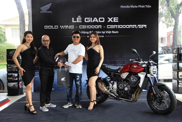 Chủ nhân đầu tiên sở hữu Honda CB1000R và Goldwing chính hãng tại Việt Nam - Ảnh 1.