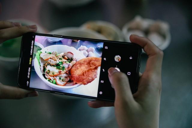 Với Galaxy S9+, tôi đã có những chuyến rong chơi đêm Sài Gòn chất như thế - Ảnh 2.