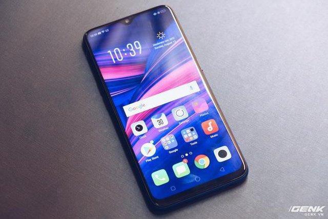Cùng nhìn lại lịch sử màn hình smartphone tầm trung để thấy màn hình giọt nước trên Oppo F9 ưu việt thế nào - Ảnh 1.