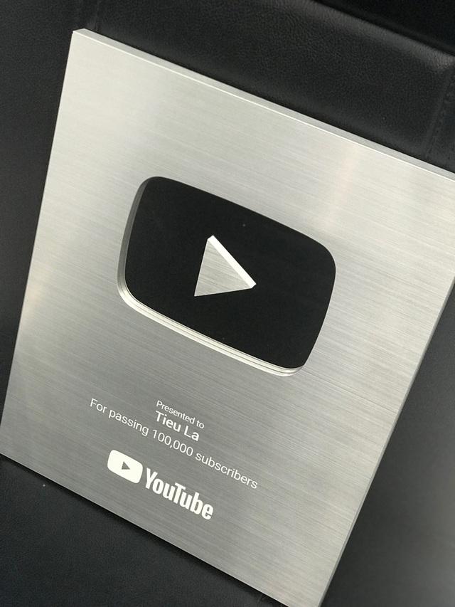 Vừa giành nút bạc, Youtuber Tiểu La lên ngay trụ sở VTC để trải nghiệm sớm phiên bản mới Đột Kích - Ảnh 1.
