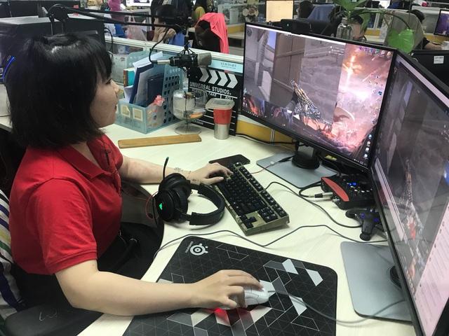 Vừa giành nút bạc, Youtuber Tiểu La lên ngay trụ sở VTC để trải nghiệm sớm phiên bản mới Đột Kích - Ảnh 3.