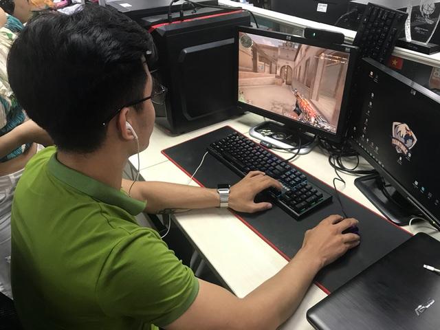 Vừa giành nút bạc, Youtuber Tiểu La lên ngay trụ sở VTC để trải nghiệm sớm phiên bản mới Đột Kích - Ảnh 4.